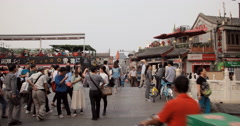 4K video of people crossing the Yinding bridge in Shichahai, Beijing Stock Footage