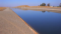 The California aqueduct brings water to drought plagued California. Arkistovideo