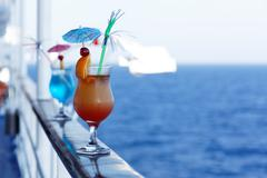Cocktails on a cruise ship Kuvituskuvat
