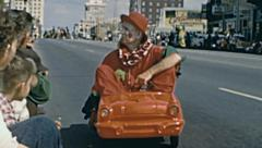 Tampa 1959: clown driving a toy car at Gasparilla parade of Pirates Arkistovideo