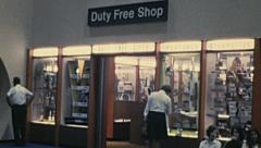 USA 1973: people watching windows of a duty free shop Stock Footage