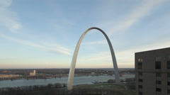 4K Time lapse Gateway Arch St. Louis zoom in aerial view Stock Footage