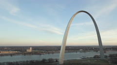 4K Time lapse Gateway Arch St. Louis aerial view Stock Footage
