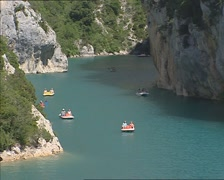 Summer holiday water recreation, paddle boats on Verdon River + zoom out Stock Footage