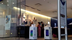 People asking telus sales clerk about cellphone plan Stock Footage