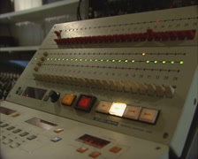 1980s sound editor at work on a 24 tracks audio remote control Stock Footage