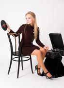 Pretty blonde woman with gramophone Kuvituskuvat
