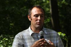 Ecologist Suren Gazaryan, speaking at a meeting of activists in Khimki forest - stock photo