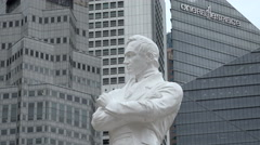 Zoom into Raffles statue, Singapore Stock Footage