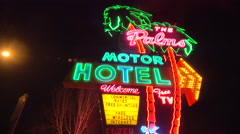 A 1950s neon sign welcomes travelers to a classic old roadside motel. Stock Footage