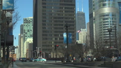 Traffic street busy avenue downtown Chicago Sears Tower modern architecture icon Stock Footage