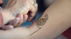 Mehendi hena tatto on wedding Stock Footage
