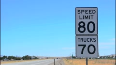 Idaho speed limit 80 mph sign fast cars in Western USA near Boise ID Stock Footage