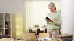 Mature woman smartphone smiling Stock Footage