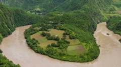 Panoramic of a  curve of the Nu River in West China。 Stock Footage
