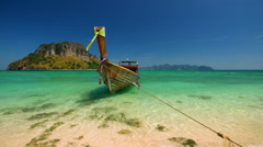 Thai traditional wooden boat at ocean shore. Thailand tropical beach Stock Footage