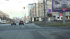 Stop the vehicle in front of traffic lights at the crossroads Stock Footage