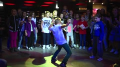 HIP-HOP battle free style dancing kids Stock Footage