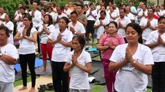 Video 1920x1080 Balinese group people practice yoga in Ubud, Indonesia Stock Footage
