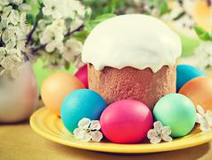 Easter concept - cake, eggs and cherry blossoms. Vintage retro hipster style Kuvituskuvat