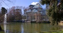 Sunny pond panorama of crystal palace buen betiro bark 4k spain Stock Footage