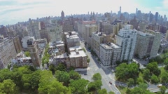 Traffic on crossroad of West 79th street and Riverside Drive Stock Footage
