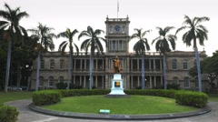 Aliiolani hale building in honolulu Stock Footage