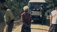 Senegal 1985: european tourists during a trip in the savannah Stock Footage