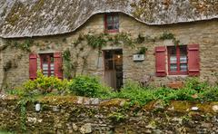 Bretagne, old thatched cottage in Saint Lyphard Stock Photos