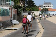 France, cyclist on a walkway in Arcachon Stock Photos
