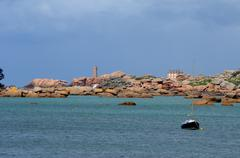 Perros Guirec, the lighthouse of Ploumanac h in Brittany Stock Photos