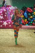 NEW YORK - NOVEMBER 10: Victoria's Secret Fashion Show model walks the runway Stock Photos