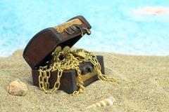 Treasure chest on a beach Kuvituskuvat