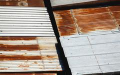 Details of an old garages roof, damaged and obsolete materials. Stock Photos