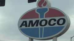 Leaving going West St. Louis, Landmark gas station sign Stock Footage