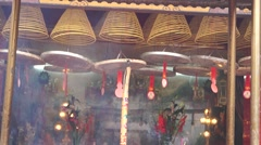 Burn incense and worship the Buddha, in temple Stock Footage