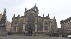 St Giles' cathedral full size front view Walter Scott statue Edinburgh landmarks Stock Footage