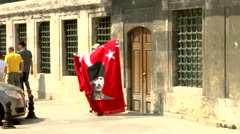 Peddler, selling turkish flags, national election  Stock Footage