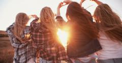 Teen girls making heart shapes with their hands at sunset Stock Footage