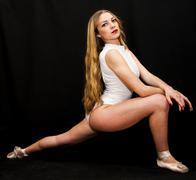 Ballet dancer performing dance exercises Kuvituskuvat