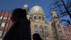 Neue Synagoge (New Synagogue), Berlin zoom out Stock Footage