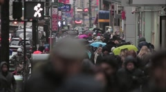 NYC bobbing heads on a rainy day Stock Footage