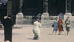Paris: people taking pictures in front of hotel des Invalides Stock Footage