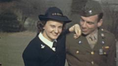USA 1941: young soldiers couple Stock Footage