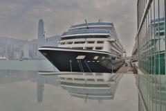 Cruise Ship docked at Ocean Terminal at Sunset - Tsim Sha Tsui, Kowloon, Hong Kuvituskuvat