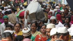 India crowds busy bazaar marketplace Muslim area people Islam crowd Stock Footage