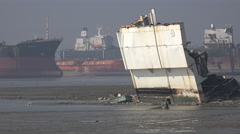 Bangladesh, fisherman at the ship breaking yards in Chittagong Stock Footage