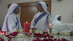 Nuns at the Mother Teresa tomb in Kolkata, India Stock Footage