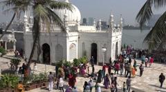 India, Mumbai, pilgrims visit the Haji Ali Mosque, Muslims, Islam Stock Footage