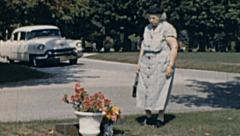 USA 1957: old woman visiting her husband grave Stock Footage